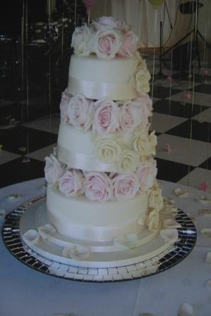 Flowers between tiers 2.JPG