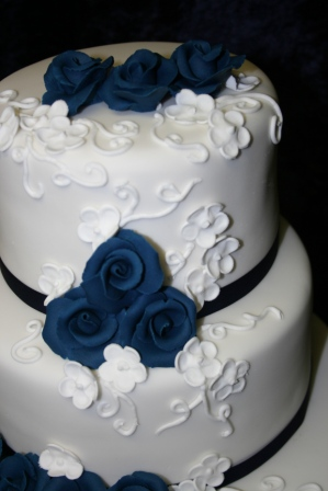 2 tier white wedding cakes