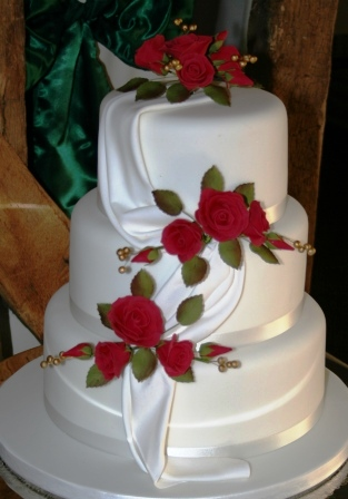 20130124 Wedding Cake With Red Roses DrapesJPG
