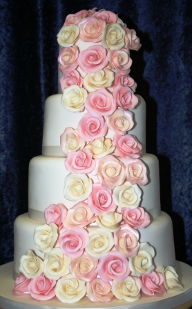 20130418-Wedding Cake with Vintage Pink and Ivory Roses.JPG