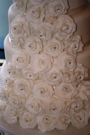 20130419-6-tier white rose cascade wedding cake detail.JPG