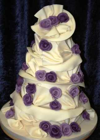 20141210-chocolate_wrap_cake_with_purple_roses.jpg