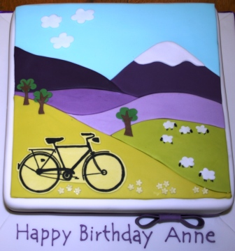 20150602-bicycle_and_mountain_scene_applique_cake.jpg
