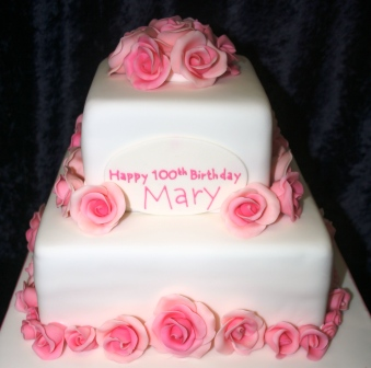20150712-100th_birthday_cake_with_pink_roses.jpg