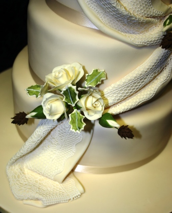20160113-wedding_cake_with_pine_cones_detail.jpg