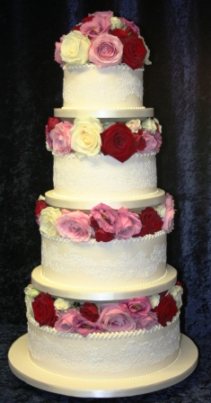 20160114-fresh_roses_and_rose_lace_wedding_cake.jpg
