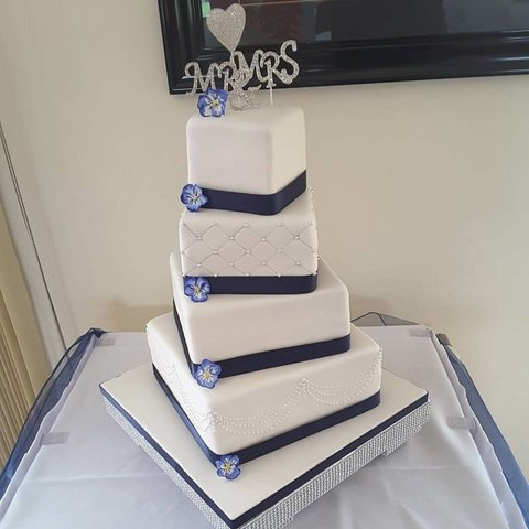 20170829-rsz_navy_wedding_cake_with_piping_and_pansies.jpg